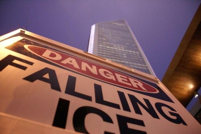 20150225_falling_ice_900x600